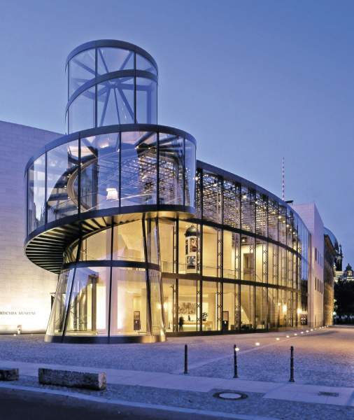 curved_conical_glass_facade_cylindrical_deutsch_historisch_museum_germany_arch_pei_berlin.jpg